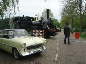 Simca Versailles, locomotief Bello, station Twisk